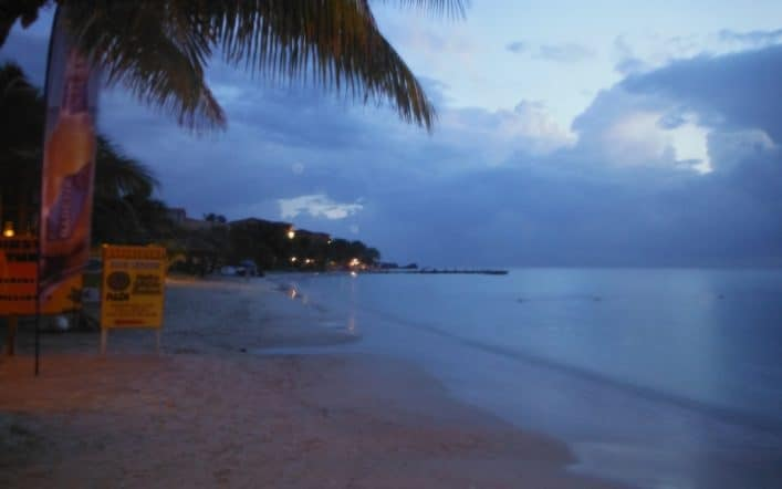 15 Reasons To Choose Roatan For Your Next Beach Vacation