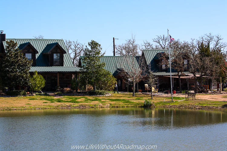 Busted Oak Lodge and Tasting Room